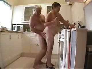 Milf gets quicky from younger boy