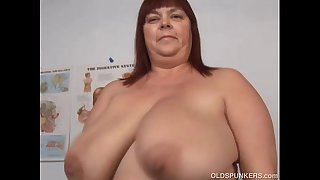 Super sexy big tits mature..