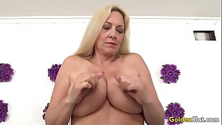Mature woman Cala Craves..