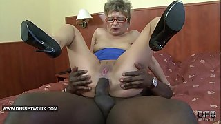 Granny wants to fuck a big..