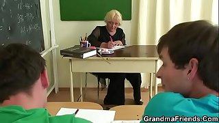 Granny threesome sex in the..