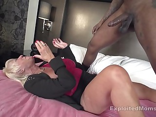 Mature Granny w Big Tits..