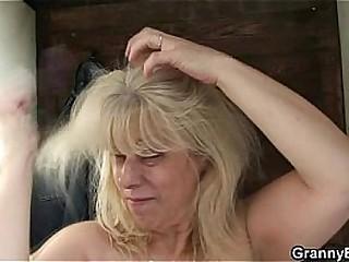 Blonde granny gets screwed..