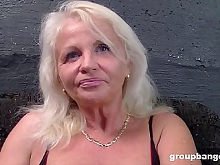 Mature slut does gangbangs..