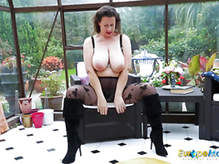 EuropeMaturE Hot Busty Solo..