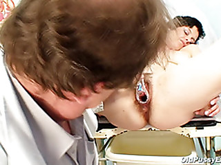 Busty mom Barbora real pussy..