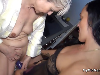 Lesbo granny plays with babe