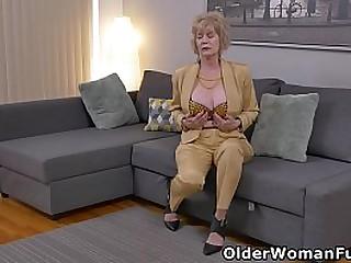 American granny Sindee Dix..
