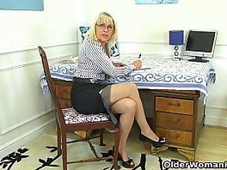Mature lady Pandora from the..
