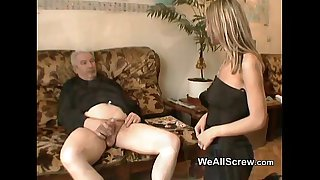 Old man wanks while rubbing..
